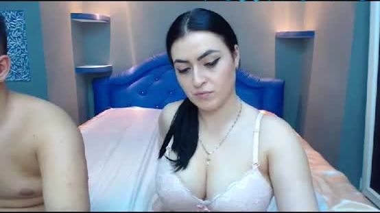 ElmaAndCesar 18 yo camgirl strokes her blue pussy like personality